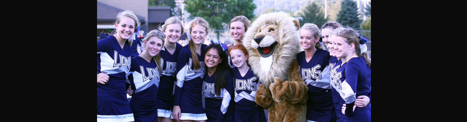 Des Moines Christian School Football Cheerleaders and Lion Mascot
